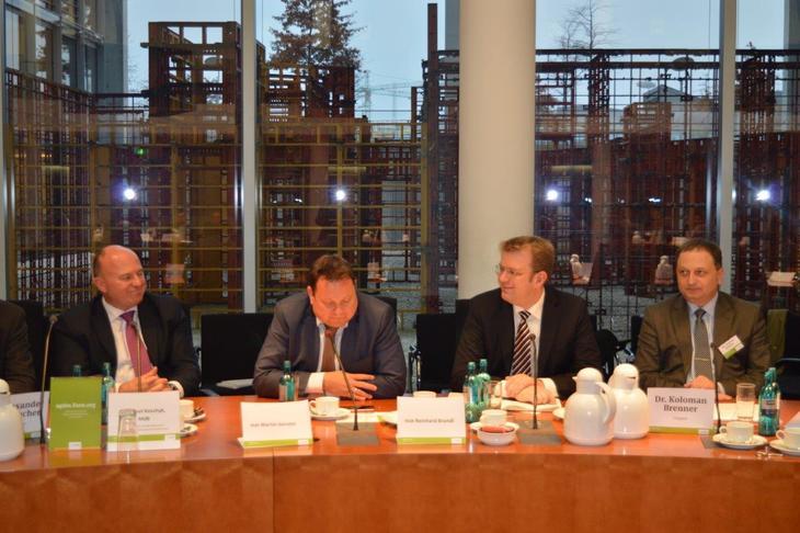 Beratungen des Haushaltsausschusses des Deutschen Bundestages für den Bundeshaushalt 2016 abgeschlossen