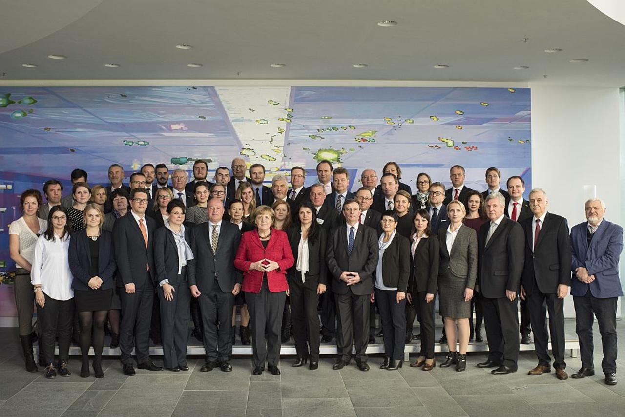 Bundeskanzlerin Dr. Angela Merkel empfängt Vertreter der Arbeitsgemeinschaft Deutscher Minderheiten im Bundeskanzleramt